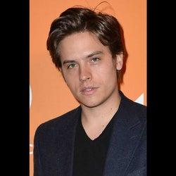 『リバーデイル』コール・スプラウス双子の兄、ディランがHBOコメディでTV界に復帰