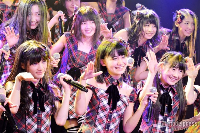 "AKB48・14期生の""三銃士""(前列左から:岡田奈々、小嶋真子、西野未姫)"