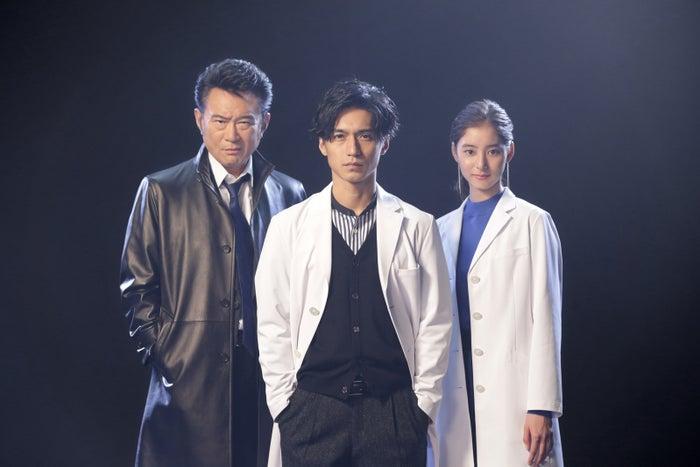 「トレース~科捜研の男~」出演の(左から)船越英一郎、錦戸亮、新木優子(C)フジテレビ