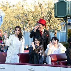 モデルプレス - 第1子妊娠の松たか子、ディズニー「アナ雪」イベントに神田沙也加らと完全シークレットで登場