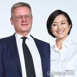ローラン・ピック駐日フランス大使、鈴木京香 (C)モデルプレス