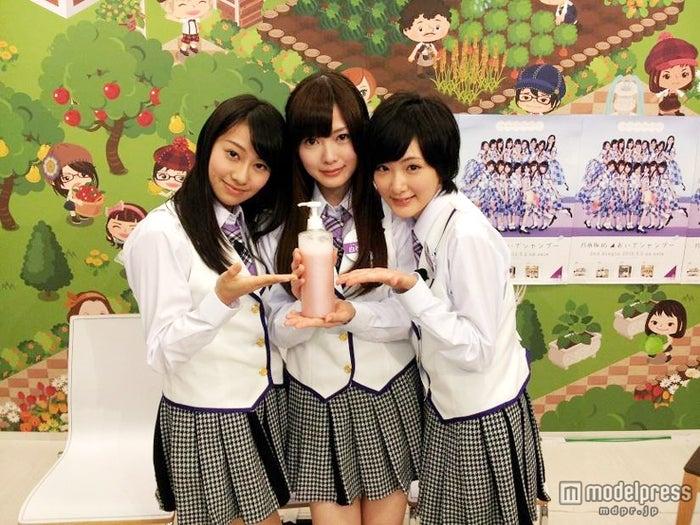 乃木坂46(左から:桜井玲香、白石麻衣、生駒里奈)