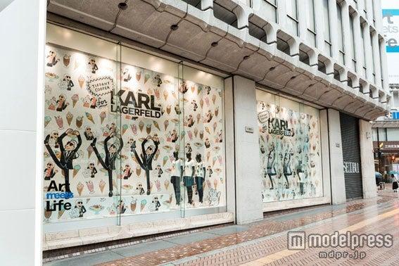 一面カールのイラストになった西武渋谷店