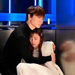 綾野剛、石原さとみ「恋はDeepに」第2話より(C)日本テレビ