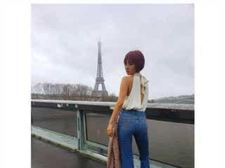 """夏菜、パリで""""美背中ちらり""""ショット「かっこいい」の声"""