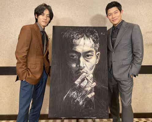 『孤狼の血 LEVEL2』鈴木亮平作・松坂桃李の肖像画が公開 入場者特典に