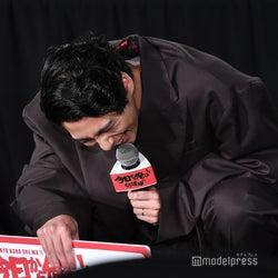 賀来賢人、伊藤健太郎に暴露され崩れ落ちる「超ノーストレスだし」<今日から俺は!!劇場版>