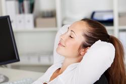 眠くてもうダメ…。眠気をさっぱり晴らす「頭がい骨呼吸法」
