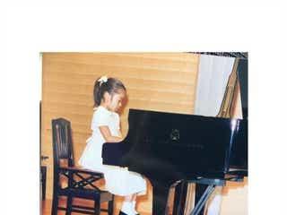 松岡茉優、幼少期ショットに絶賛の声「癒やしでしかない」「この頃から天使」