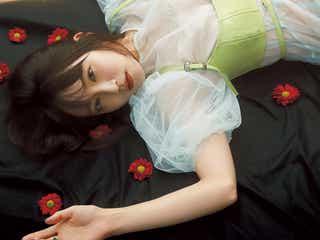 吉岡里帆「bis」表紙で美しく幻想的な姿披露 美容習慣を明かす