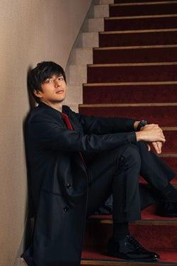 城田優、アーティストとして本格始動 3ヶ国語で歌う