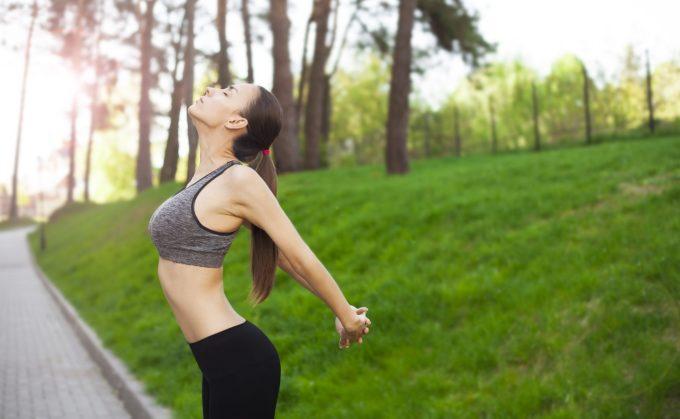 お腹を伸ばすだけ!美姿勢&痩せ体質も手に入る簡単ストレッチ