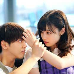 片寄涼太、橋本環奈(C)2019映画『午前0時、キスしに来てよ』製作委員会