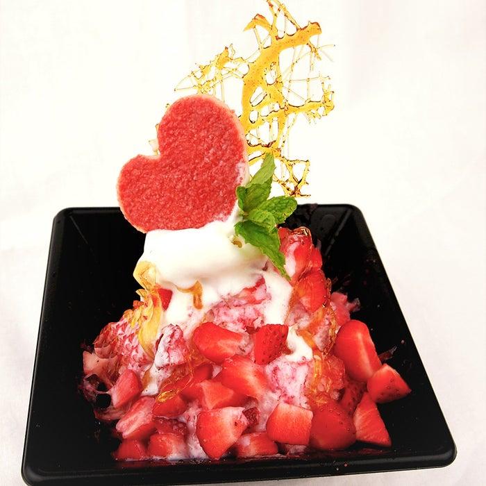 アオイ「パリパリ飴の苺氷」(提供画像)<br>