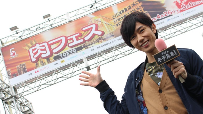 「流行ニュース キテルネ!」のリポーター新加入した「Snow Man」阿部亮平(C)日本テレビ