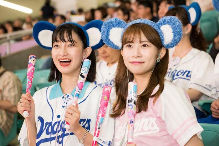 (左から)梅村奈央さん、後藤理沙子さん(提供写真)※STH40D(有線モデル)を装着