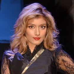 モデルプレス - ローラ、SEXYドラキュラに変身「すっごくいい気分」