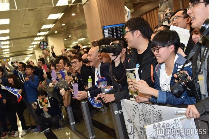 台湾ファンが空港に殺到 (C)モデルプレス