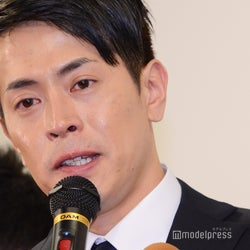 純烈・友井雄亮、涙で謝罪 芸能界引退を発表