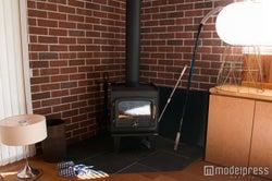 暖炉/女子部屋(C)モデルプレス