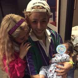 モデルプレス - ぺこ&りゅうちぇる、赤ちゃん抱く3ショットに反響「絶対良いパパママになる」「将来が楽しみ」