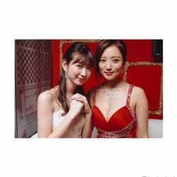 モデルプレス - 岡本夏美、夏菜と大胆SEXYなキャバ嬢2ショット<ハケンのキャバ嬢・彩華>