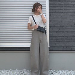 【UNIQLO(ユニクロ)】の「カーブパンツ」が可愛いってウワサ! 素材別シルエットを徹底比較