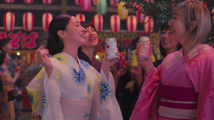 (左から)沢尻エリカ、蜷川実花(提供写真)