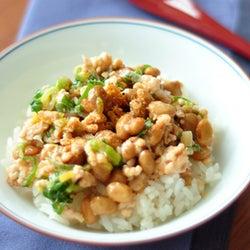 納豆×鶏ひき肉の組み合わせが最高過ぎる!簡単「納豆丼」の作り方
