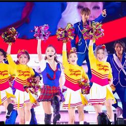 浜崎あゆみ、ミニチェックスカートでチアダンス姿の写真公開に「可愛い過ぎる」の声