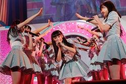 (中央)齋藤樹愛羅/=LOVEファーストコンサート「初めまして、=LOVEです。」(提供写真)