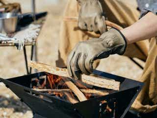 燃えない、切れない、傷まない!アウトドア手袋は消防士と同素材で耐久性抜群。物をつかみやすく利便性◎