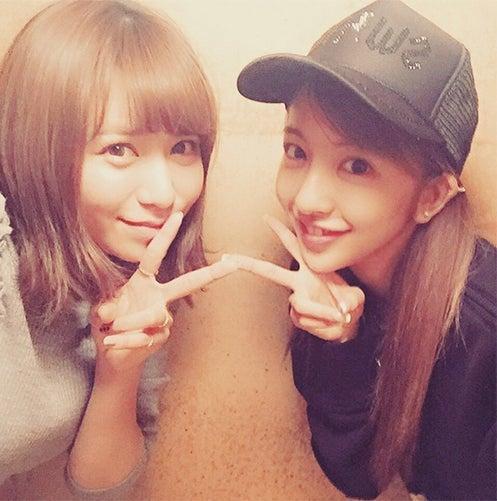 板野友美(右)インスタ開始、河西智美との2ショット公開/板野友美Instagramより【モデルプレス】