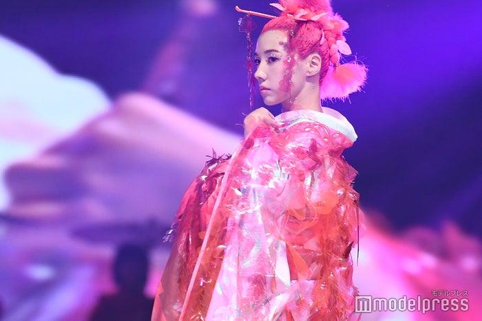 「神戸コレクション2019 SPRING/SUMMER -ガールズフェスティバル-」に出演した仲里依紗(C)モデルプレス