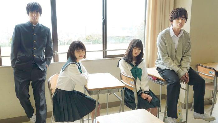 (左から)赤楚衛二、浜辺美波、福本莉子、北村匠海(C)2020映画「思い、思われ、ふり、ふられ」製作委員会 (C)咲坂伊緒/集英社