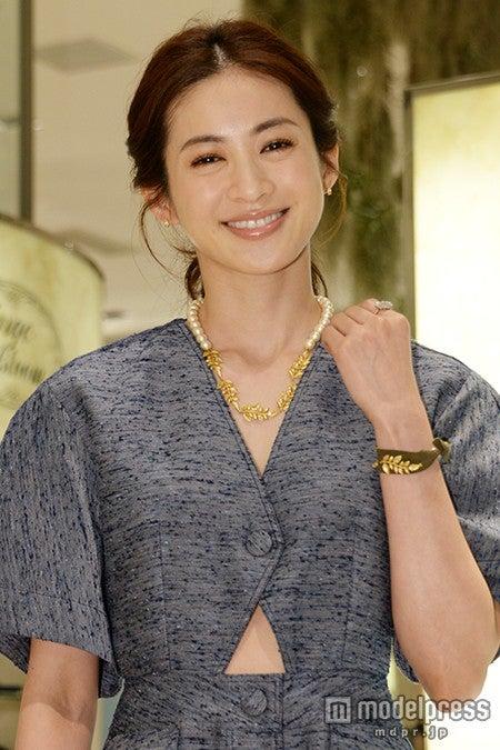 再婚の高垣麗子「彼がいてくれるだけで幸せ」 発表後初の公の場でプロポーズ&決め手を語る【モデルプレス】