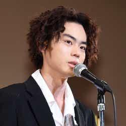 菅田将暉(長髪パーマ) (C)モデルプレス
