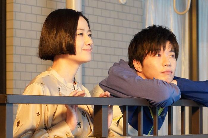 原田知世・田中圭/「あなたの番です」第1話より(C)日本テレビ<br>