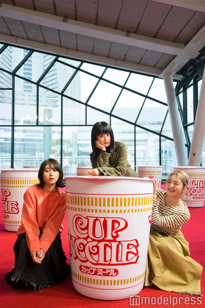 自由に撮影できるカップヌードルの大型バルーン(C)モデルプレス