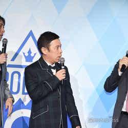 ナインティナイン(矢部浩之、岡村隆史) 、崔信化プロジェクトリーダー (C)モデルプレス