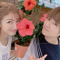 辻希美、夫・杉浦太陽との結婚記念日に2ショット公開「人生の半分…」