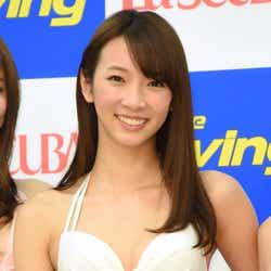 モデルプレス - 水着で抜群プロポーション披露 現役女子大生モデル・鈴菜が2代目就任