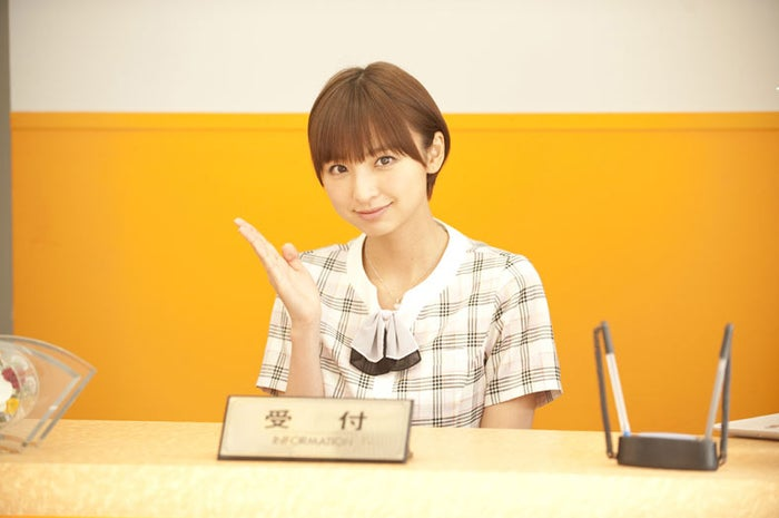 AKB48篠田麻里子/(C)2011『劇場版サラリーマンNEO』製作委員会