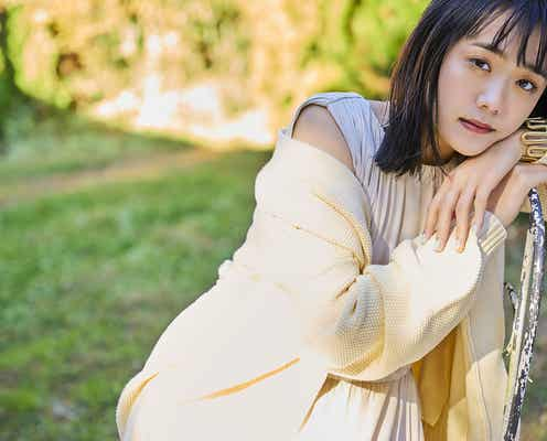 松井愛莉、都会的なスタイルで魅せる 美しい自然とのギャップ