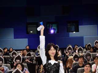 戸田恵梨香、美脚&セクシードレスで魅了 熱烈ラブコールで香港降臨
