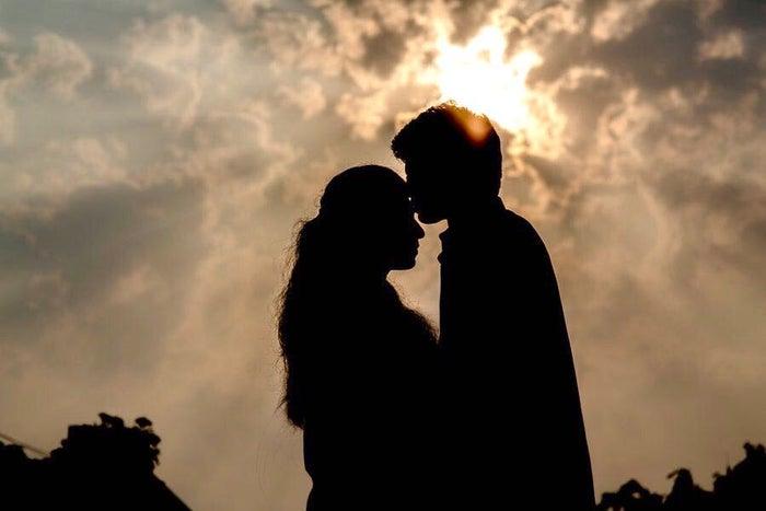 男性が付き合ってない女性を抱きしめる時の理由4つ/photo by GAHAG