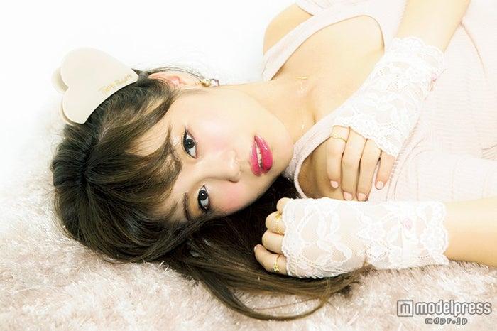 E-girls鷲尾伶菜が「LARME」に初登場/「LARME」11月号(画像提供:徳間書店)【モデルプレス】