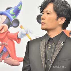 ミッキーマウスと稲垣吾郎(C)モデルプレス