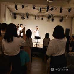 じゃんけんに買った人にプレゼント/紺野彩夏ファンミーティング「HAPPY AYAKA DAY GIRLS FESTIVAL」の様子 (C)モデルプレス