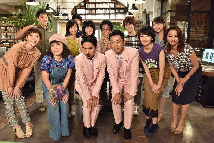 波瑠主演ドラマ「サバイバル・ウェディング」の撮影現場にC&Kが訪問(提供写真)